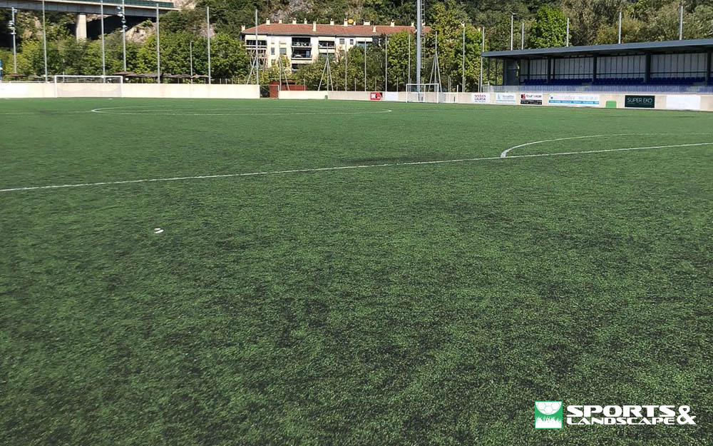 Signed the contract for the supply and replacement of artificial turf for the 11 football field and annex of the Usábal sports complex