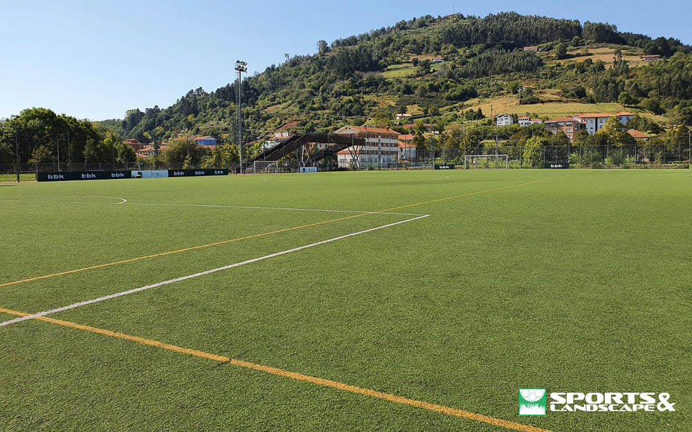 Contract signed for replace the artificial turf in the soccer field of Urbieta I in Gernika-Lumo