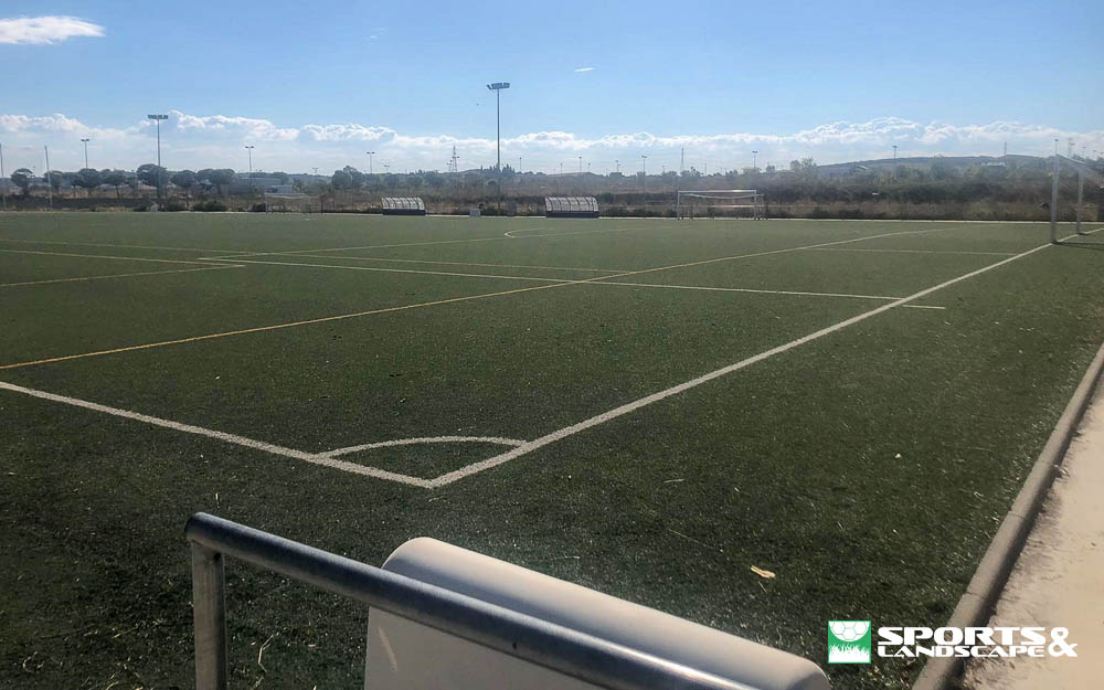 The contract for the renovation of artificial turf at Ciudad Deportiva Tafalla Soccer Field was signed